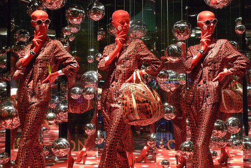 Yayoi Kusama chez Louis Vuitton au Printemps - Paris, septebre 2012