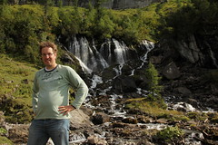 Ich bei den Siebenbrnnen / Siebebrnne / Bi de Siebe Brnne ( Wasserfall / Waterfall ) und Fluhseehri ob der Lenk im Simmental im Kanton Bern in der Schweiz (chrchr_75) Tags: hurni christoph schweiz suisse switzerland svizzera suissa swiss chrchr chrchr75 chrigu chriguhurni 1209 september 2012 wasserfall   vandfald waterfall cascade  cascada waterval wodospad vattenfall vodopd slap albumwasserflle albumwasserfllewaterfallsderschweiz chriguhurnibluemailch hurnichristoph christophhurni ich me albumjustme september2012 albumzzz201209september bi de siebe brnne bei den sieben brnnen lenk im simmental quelle simme karstquelle siebenbrnnen siebenbrunnen cascata kantonbern alpen alps albumwasserflleimkantonbern albumwasserfllederschweiz hurni120917