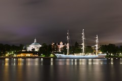 Skeppsholmen Island, Stockholm (Maria_Globetrotter) Tags: blue sea summer reflection art church museum modern youth night reflections island hostel cloudy sweden stockholm d g flag schweden kirche swedish baltic bynight hour sverige bluehour af swedishflag reflexion skeppsholmen kennedy 2012 reflektion teater sommar dunboyne stersjn kyrka chapman altostratus eastasian blasieholmen  skeppsholmskyrkan afchapman vandrarhem cirrostratus flagga kastellholmen saltsjn bltimmen stasiatiska muset galeasen mariasweden