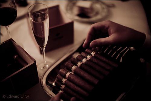 Cohibas, champagne, Rioja Reserva - Hotel Ritz Madrid Edward Olive wedding photographer fot�grafo para boda photographe pour mariages Fotograf de casament