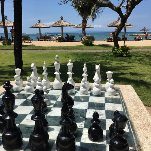 Chess game on the beach in Bali! 😀 #bali #nusadua #chess #indonesia #sea #oceanview #ocean #beach #igersbali