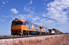 V700_3_590 (Bingley Hall) Tags: transport transportation train rail railway railroad locomotive engine diesel ge nationalrail nrc nr66 railpage:class=37 railpage:loco=nr66 rpaunrclass rpaunrclassnr66 twowells australia southaustralia artc goninan freight