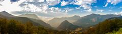 Picos de Europa - Sajambre (David S. Daz) Tags: aire libre montaa paisaje colinas ladera cresta picos de europa sajambre valle puerto cielo nubes parque nacional panoramica