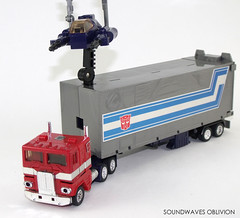 g1optimusprime12 (SoundwavesOblivion.com) Tags: autobot battle commander convoy cybertron diaclone hasbro leader optimus prime takara transformers     kenworth k100