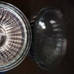 Nourrir sa lumire (Emmanuelle2Aime2Ailes) Tags: macromondays handlewithcare hmm macro ampoule reflet