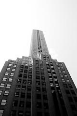 NYC lookin' up (Vic Riedemann) Tags: newyorkcity usa ny newyork canon unitedstates vic xti 400d vicheaux victorriedemannfotografia