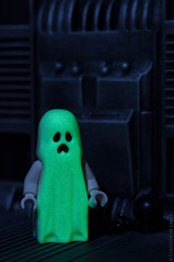 Alone in the dark... (chogokinjawa) Tags: lego ghost glowinthedark minifig fantme gid legominifigure phosphorescent micronikkor60mm nikond90