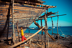 Bugis Boat Builders (hazy jenius) Tags: trip travel building art indonesia boat construction asia paradise sailing village state traditional adventure agency tropical environment nara kampung protection epa bugis skill sumbawa wera seatrek ombakputih