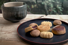 autumn (manju) tea cakes (Helen Silivren) Tags: autumn japan japanese tea kiri chawan manju azuki kuri 栗 まんじゅう 桐 きり