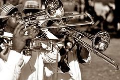 Black Music (Eklectique-photo) Tags: people music black paris sepia streetperformers jazz musiciens nikond90 eklectiquephoto
