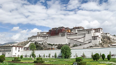 MY ROAD (Lin) Tags: world china heritage religious rouge temple buddhist buddhism palace du tibet unesco list palais tibetan dzong chinois shrines potala blanc himalayas chine mythical doctrine lhassa dalalama marpari