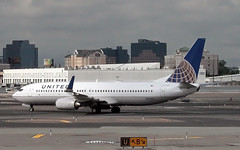 United Boeing 737-824 (N76515) (dlberek) Tags: ewr unitedairlines newarkairport boeing737800 newarkliberty kewr boeing737824 newarkinternational n76515