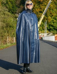 IMG_0742 (klepptomanie) Tags: boots cape raincoat wellies rubberboots rainwear gummistiefel klepper raincape