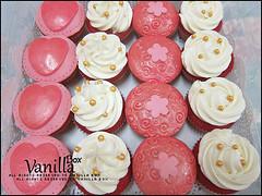 Red Velvet @ Fondant Cupcake (vanillabox) Tags: red velvet cupcake fondant