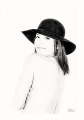 Oups (Elisa.z) Tags: 1855mm 2013 canon450d highkey nb portraits