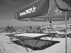 Le Touquet Paris-Plage (Panafloma) Tags: plage letouquet ctedopale bw monochrome noiretblanc jeux parasol sable trampoline