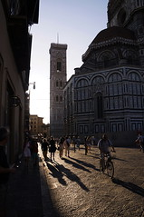 Florence in the Evening (Stefan Zwi.) Tags: florence florenz duomo dom stadt town italy italia italien sony nex5 nex5n street people shadows renaissance touristic light licht tower filippo brunelleschi architektur architecture