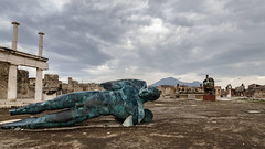 Por fin solos II - At last alone II (Tate Kieto) Tags: italy sculpture city pompeii historic