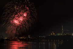 International Fireworks Competition in Ottawa : August 17, 2016 (jpeltzer) Tags: ottawa ottawariver fireworks internationalfireworkscompetition casinodulacleamy portagebridge parliamenthill