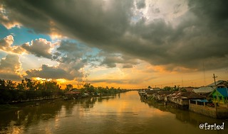 the rivers and dark clouds at dusk