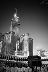 Al-Masjid Al-Haram (King |  ) Tags: b bw white black love mobile nokia king w best ramadan haram masjid  8mp makkah  808       alharam        pureview  k2i4n6g8
