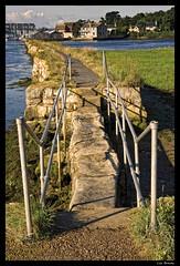 Over the wall (Lyn Bracey) Tags: sea summer england holiday beach sunrise coast harbour bridges coastal isleofwight sthelens duver