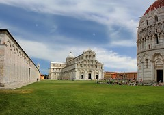 Cathedral Square at the heart of the city of Pisa (Bn) Tags: world city travel blue summer sky italy holiday green tower art heritage tourism cemetery square site topf50 italia cathedral bell toren famous capital descent landmark historic unesco falling pisa campanile tuscany restoration makeover mass miracles iconic leaning cultural baptistery monumental piazzadeimiracoli piazzadelduomo campodeimiracoli freestanding 50faves scheve duomodipisa
