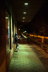 Day 270 - Waiting (dennisdasfoto) Tags: girl oneaday rain night project dof nacht sweden candid smoke schweden streetphotography smoking depthoffield photoaday sverige 365 mdchen regen regn natt pictureaday rauch rauchen tjej rker 366 rk kristinehamn gatu 365days 3651 gatufoto gatufotografi strasenfotografie dt50mmf18sam