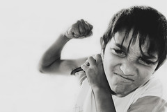 . (sThaVision) Tags: street portrait cali calle kid retrato social zaragoza urbano rue gypsy nio ghetto barrio calli gipsy thais calo cale rumano romany gitanos romani gitan gitano zgz callejeros gueto igan isthavision istharevolution zincalo singaro zincalli