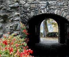 La Salle - casa fortificata (antosti) Tags: italia valaosta lasalle casa fortificata pietre paesaggio portale arco pelatgonio rosso nikon d70s