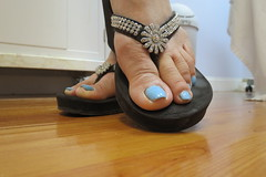 Kim (Rayray150) Tags: mature asian feet toes soles flipflops
