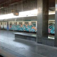 #stolenstuff #graffitiblog #check4stolen #flickr4stolen #graffititrain #graffitiroma #instagraff #benching #running #diretto #graffiti #trainspotting (stolenstuff) Tags: instagram stolenstuff graffiti graffititrain benching