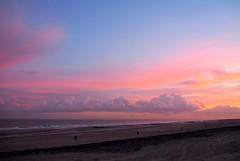 Roze wolken (Omroep Zeeland) Tags: strand zee wolken zonsopkomst westkapelle