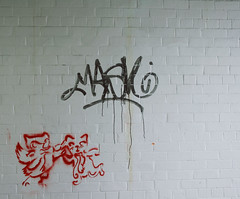 (e_alnak) Tags: urban art wall graffiti stencil paint vivid spray urbanart ups publicart graff aerosol bomb striking bombs bombing throw bold throwups throwies ealnak throweys flopstreetart