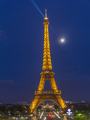 (arq.lordello) Tags: light moon paris france tower night golden ledefrance eiffel beam
