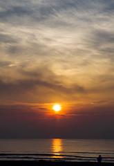amanecer (Maria Jose Segovia) Tags: sunset sun sol landscape mar playa arena amanecer nubes grao castellon