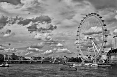 Thames (Angel T.) Tags: uk london water rio thames clouds river ojo boat agua barco ship londoneye nubes londres noria tamesis