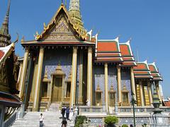 Temple of the Emerald Buddha, Bangkok, Thailand (east med wanderer) Tags: thailand temple bangkok buddhist buddhism wat watphrakaew templeoftheemeraldbuddha totallythailand