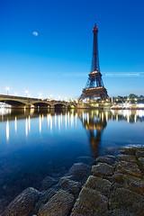 Tour Eiffel sunrise (Beboy_photographies) Tags: blue paris france seine sunrise de soleil tour eiffel jour bleu reflet hour bluehour quai hdr lever caillou matin leverdesoleil fleuve pavés cailloux quais pavé heurebleue heurebleu