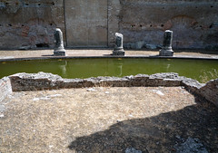 """Maritime Theater,"" Hadrian's Villa, triclinium or a tablinum?"