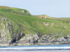 On the edge, Strathy Bay, Sutherland, July 2016 (allanmaciver) Tags: red roof strathy bay edge cliffs sea green old barn house window chimney sitaution location wonder sutherland north scotland coast allanmaciver