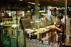 Berlin Hauptbahnhof, 5 Uhr II (internautenbasis) Tags: analog film analogue minolta berlin hauptbahnhof