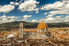 Florencia (judit.rubio) Tags: nikond3000 nikor1855 nikon nikonistas italia italy florencia fiorenze firenze florence duomo campanile catedrales cathedrals cupula cupola dome mrmol marble torre tower tejados roofs tetti nubes clouds