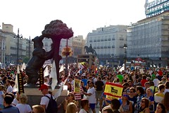 Nachos - 397 (Gaetano Prisco) Tags: madrid spain demonstration protest procession cortege animal activist bull bullfight matador flags bear symbol statue