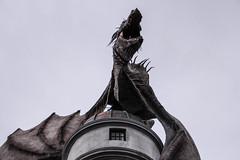 Guardian of Gringotts (Fernanda Pavanello) Tags: wizardingworldofharrypotter diagonalley gringotts bank dragon guardian gold attraction universalstudios themepark orlando florida usa canon 600d efs18135mmf3556is 37mm