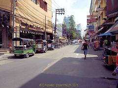 Soi 11, Sukhumvit road in 2010, Nana, Watthana District, Bangkok, Thailand. (samurai2565) Tags: watthanadistrict bangkok thailand gullivers nana skytrain soi3 soi5 soi7 sukhumvitroad nanaplaza morningnight hanrahans hillarybar soi4 nanasquare beergarden maximsinn foodland soiarab excursiontravel
