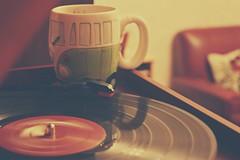 Good time with a bad man. (Jaione Dagdrmmer) Tags: music vintage volkswagen relax vinyl calm cap mug msica taza vinilo musika tocadisco lasaitasuna katilua