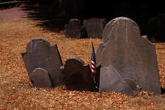 Freedom Trail - Copp's Hill Burying Ground (luco*) Tags: usa nouvelle angleterre new massachusetts boston freedom trail burying ground cimetire cemetery clair obscur ombres shadows copps hill states america england tatsunis united damrique amrique