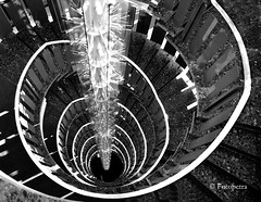 Treppenhaus  in Explorer 19.08.2016 (petra.foto busy busy busy) Tags: hamburg germany monocrom treppe stairs treppenhaus fotopetra canon