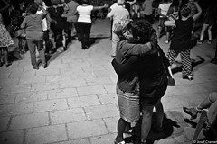 stef und mama gallipoli_ (josefcramer.com) Tags: europe summer italy italia italien ventimiglia lucca pesaro gallipoli salerno murlo siena urban people street strase menschen leica m9 m 35mm summicron asph sommerurlaub josef cramer alassio menton strasenfotografie streetphotography